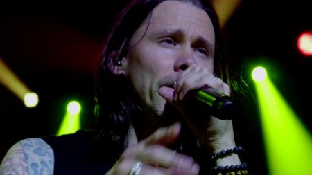 Watch: Slash and Myles Kennedy let fans shoot 'Mind Your Manners' video