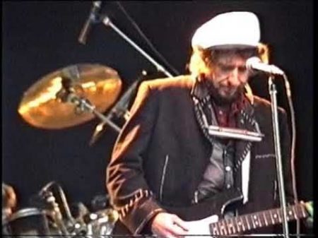 Listen: Flashback recording of Bob Dylan performing live rarity 'Buckets of Rain'