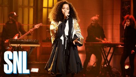 Watch: Ella Mai makes 'SNL' debut with 'Boo'd Up' and 'Trip' from her debut album