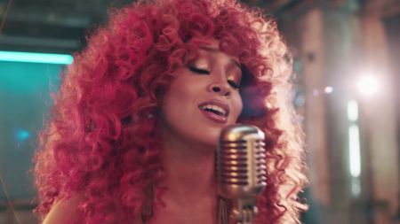 Watch: Lion Babe's sultry cover of 'Auld Lang Syne' celebrates more than just the holidays