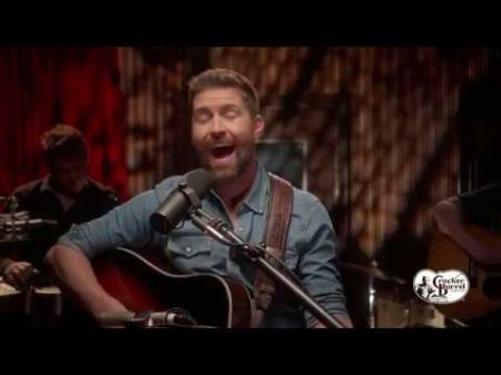 Interview: Josh Turner helps spread the spirit of the season with Cracker Barrel's 'Countdown to Christmas' campaign