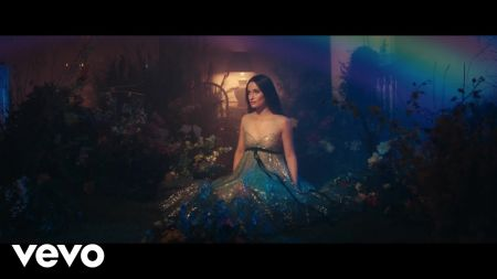 Kacey Musgraves premieres 'Rainbow' music video after Grammy Awards sweep