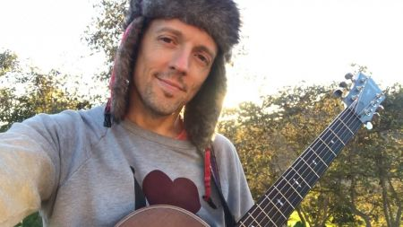 Watch: Jason Mraz and fans craft touching musical Valentine with 'Love is Still the Answer' video