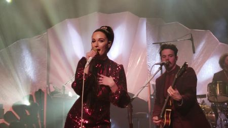 Kacey Musgraves celebrates Grammy wins at Oh, What a World Tour stop in L.A.