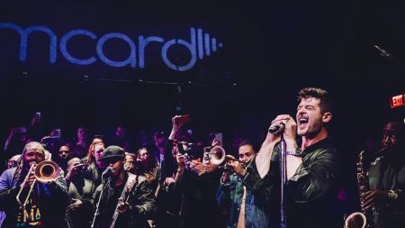 LOS ANGELES, CALIFORNIA - FEBRUARY 19: Robin Thicke performs at Live House in Hollywood for Jammcard's latest JammJam.