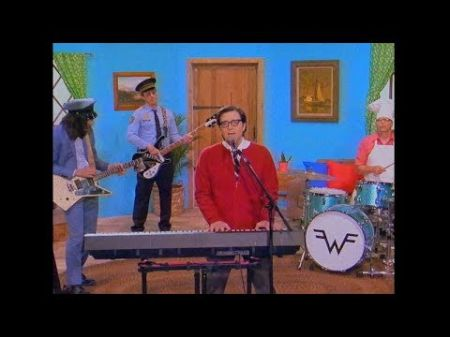 Watch: Weezer debuts video for new single 'High as a Kite'