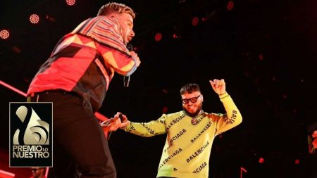 Pedro Capó & Farruko calm Premio Lo Nuestro with YouTube hit 'Calma' live