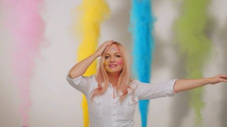 Emma Bunton brings out her family in 'Baby Please Don't Stop' video