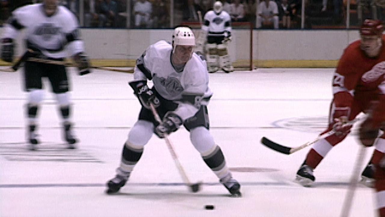 2018-19 LA Kings promotional night: Wayne Gretzky mini-statue giveaway night on March 21