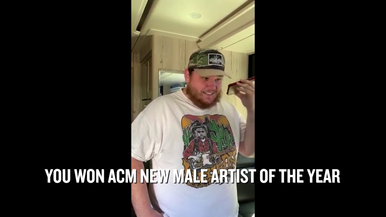 Watch: Carrie Underwood calls ACM New Artist of the Year Award winners with good news