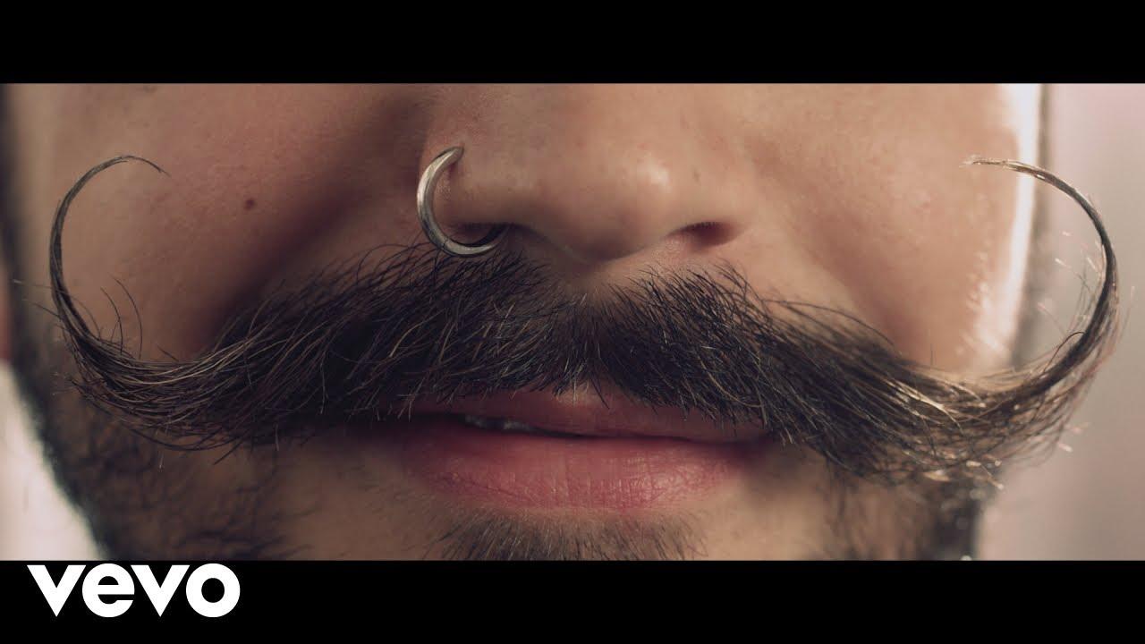 Camilo Echeverry woos his fiancée Evaluna Montaner in 'No Te Vayas' music video